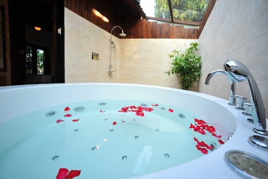 DIAMOND JACUZZI BUNGALOW